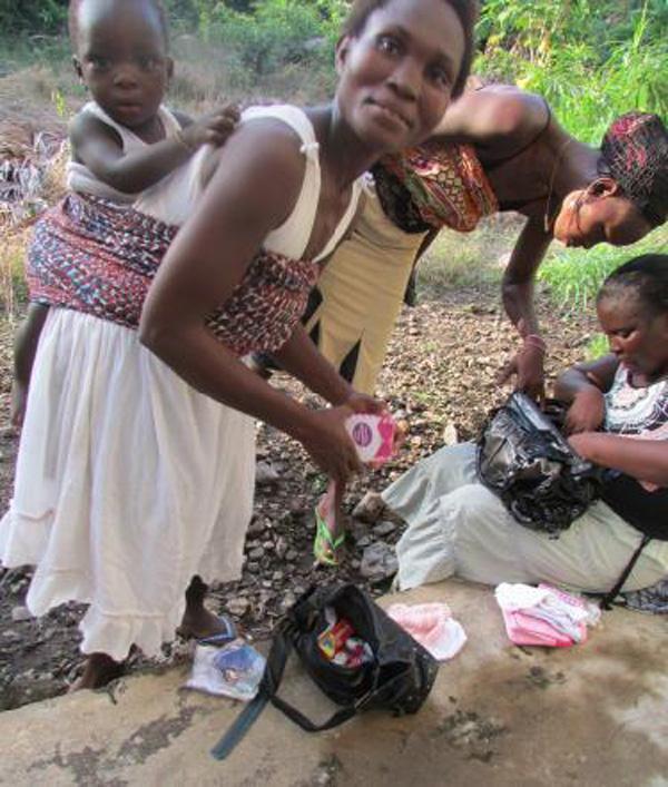 Women receiving gift bags